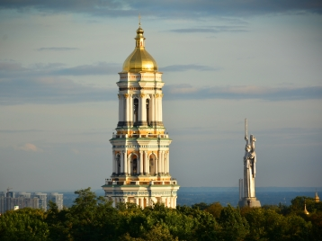 Pecherska Lavra, Motherland monument in background