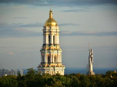 Pecherska Lavra, Motherland monument in background
